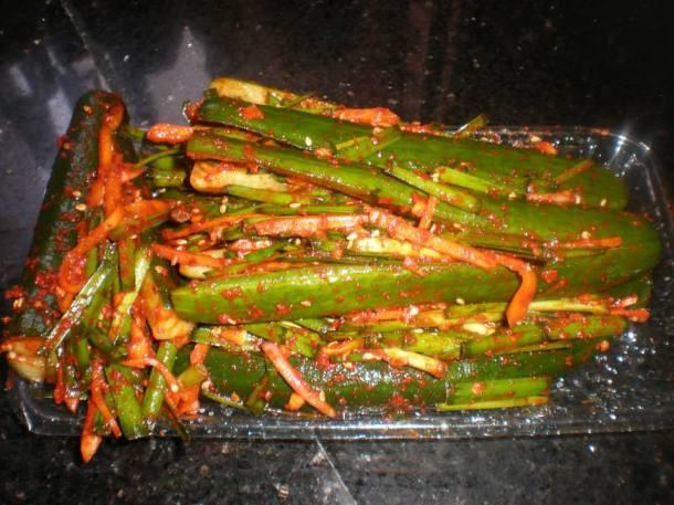 Oisobagi kimchi 오이소박이 김치 (Spicy stuffed cucumber kimchi)